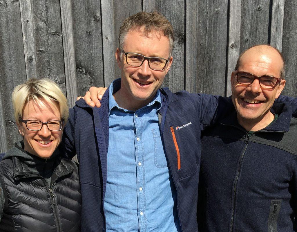 Christine und Ernst Muoser mit Montane CEO Jake Doxat