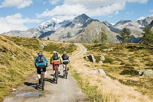 mountainbike-tour_c_hansi_heckmair_wellnessresort_amonti_lunaris