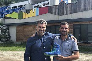 Gian Luca Farinazzo Export Manager LOWA (links) und Lorenz Leitgeb Präsident des Organisationskomitees des Biathlon Weltcup Antholz (rechts) (002)