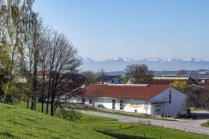 Firmengebäude 2019 mit Bergen-30x20 (002)