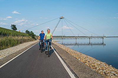 Radfahrer am Großraeschener See
