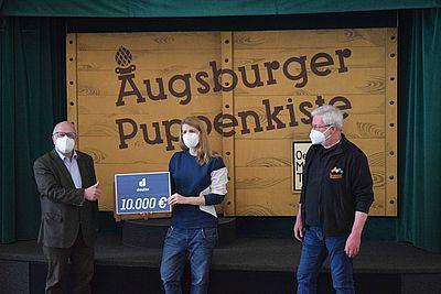 Deuter-spendet-fuer-Augsburger-Puppenkiste