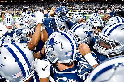 Dallas_Cowboys_Huddle_Shot